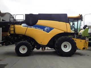 Употребяван зърнокомбайн New Holland, модел CR9080